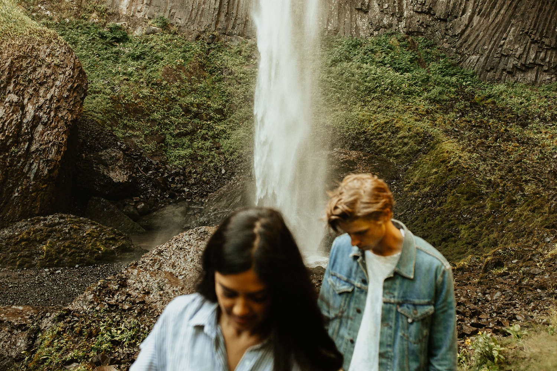 adventurous-mountain-engagement-session-banff-alberta-canada-calgary-edmonton-lethbridge-destination-wedding-photographer-havilah-heger-waterfall-banff-session-couples-photography_24
