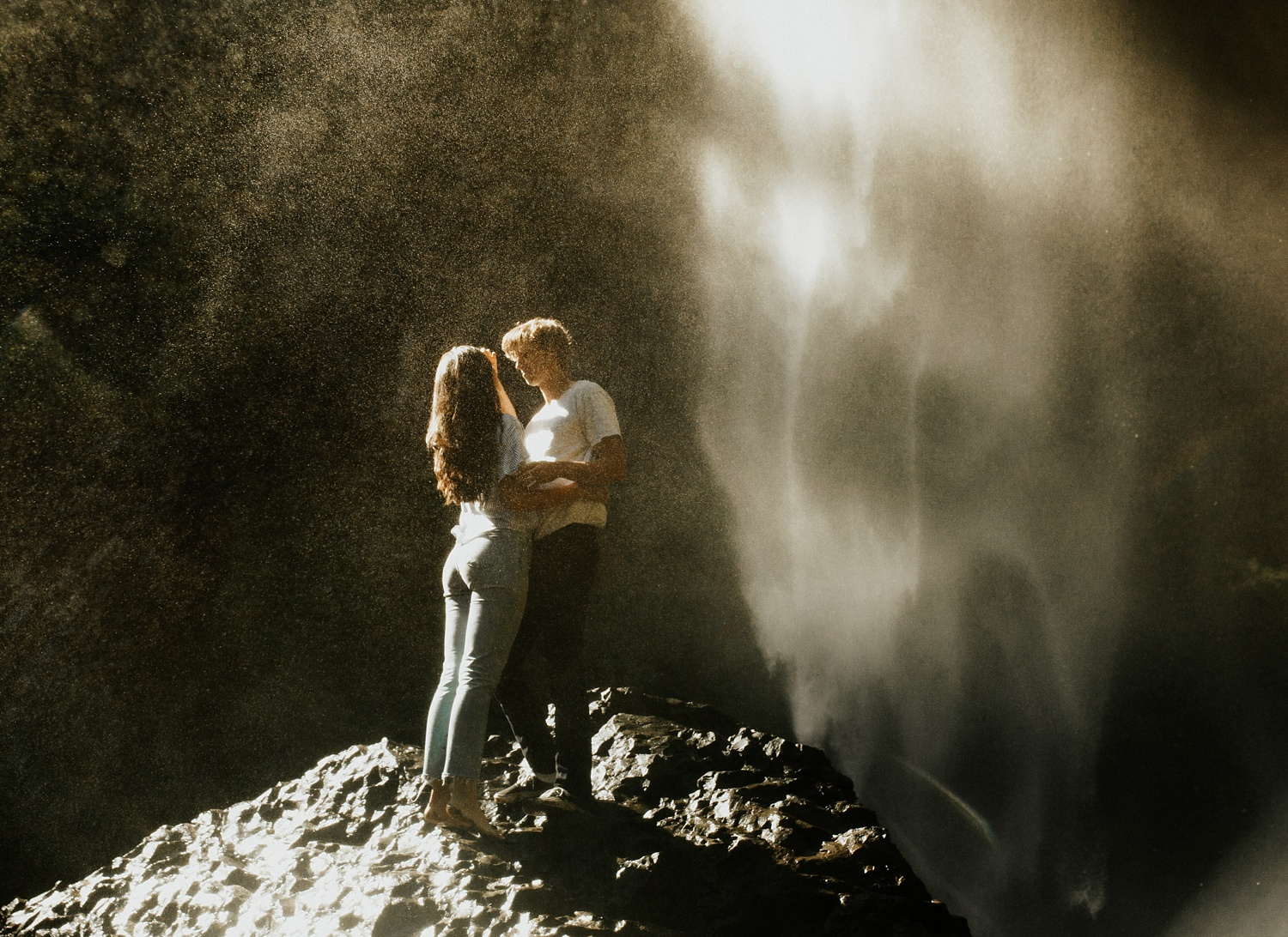 adventurous-mountain-engagement-session-banff-alberta-canada-calgary-edmonton-lethbridge-destination-wedding-photographer-havilah-heger-waterfall-banff-session-couples-photography_7